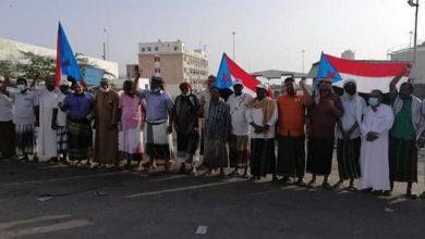 """صورة حضرموت.. وقفةاحتجاجية في المكلا رفضا لارسال حاويات الأموال إلى مأرب اليمنية"""" لهذا السبب"""""""