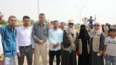 صورة دائرة المرأة والطفل بالانتقالي  تقدم دعماً لأبناء الشهداء المعتصمين أمام مقر التحالف بالبريقة